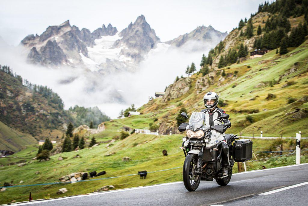 Motorradfahren in den Bergen.