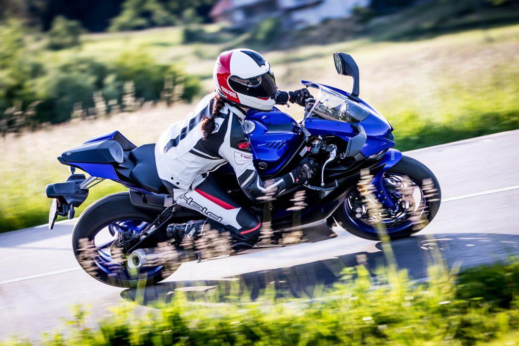 Abwechslung muss sein. Wie hier mit der einer Supersportler von Yamaha. Motorradfahren in sportlich.