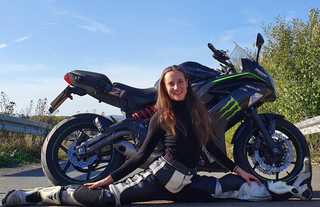 Motorradfahren und Rhytmische Sportgymnastik mit Kawasaki
