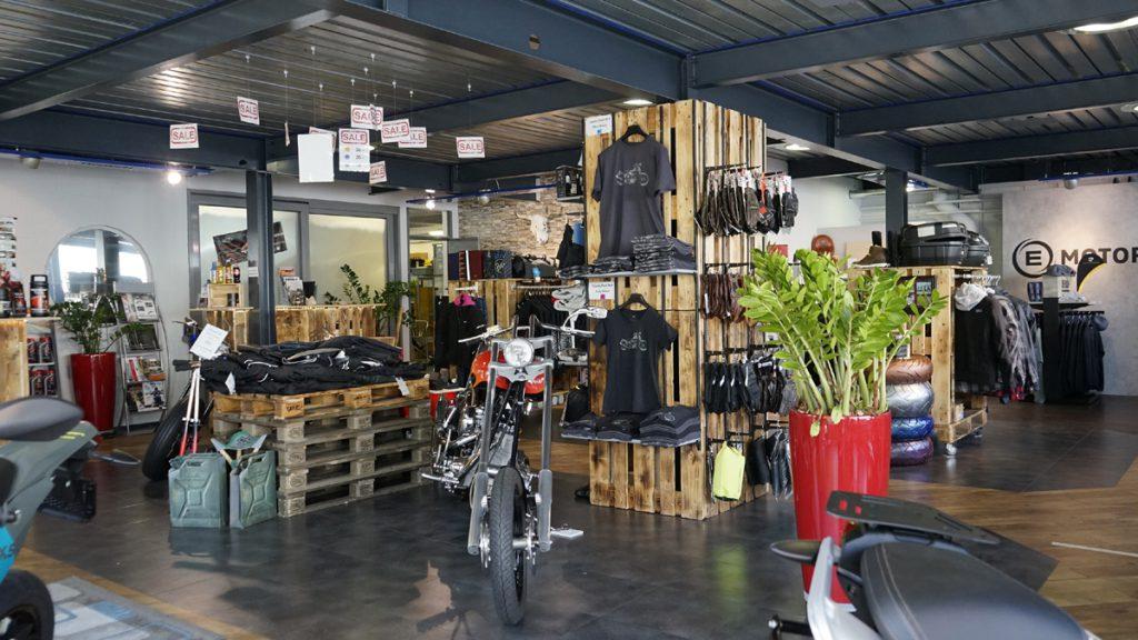 Country Road Alpnach Motorradhändler Verkaufsraum