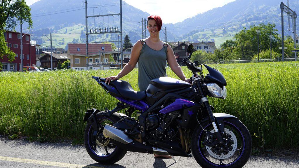 Isabell von Country Road Alpnach mit Triumph