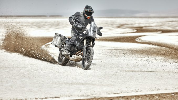 Klim Motorradkombi Baja S4 in der Wüste