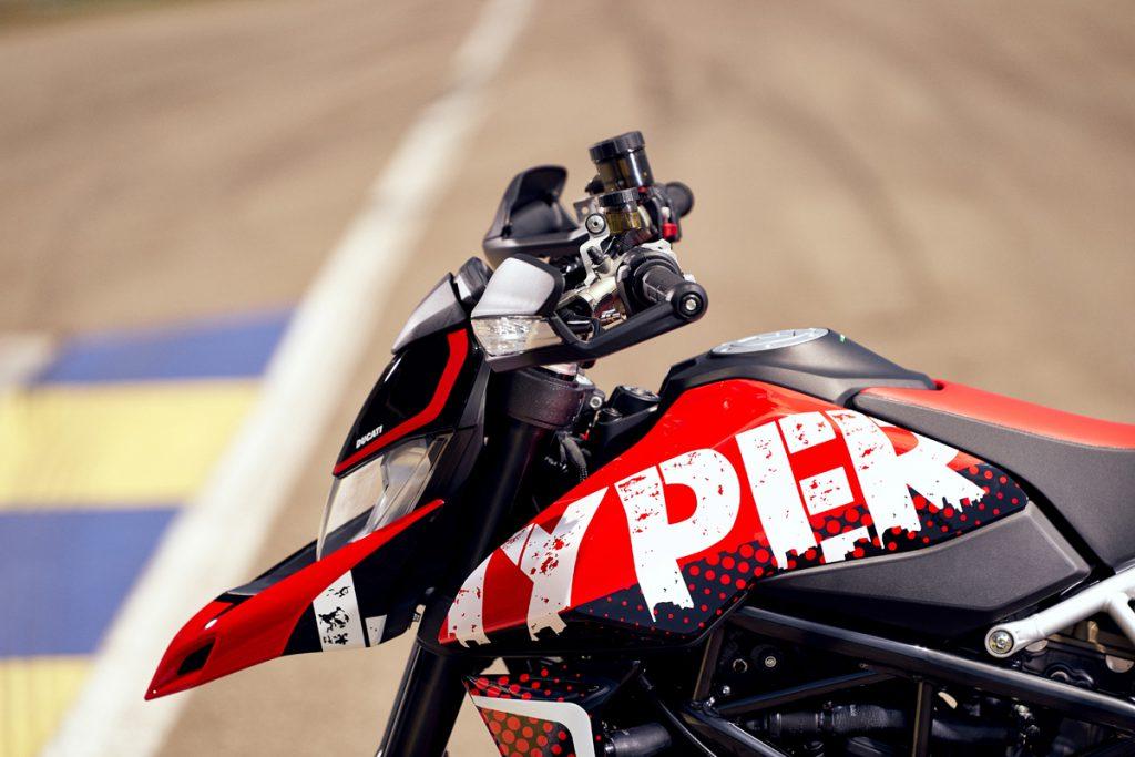 Ducati Hypermotard 950 RVE mit Graffiti-Design