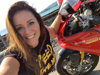 Mariuxi und die Ducati Panigale