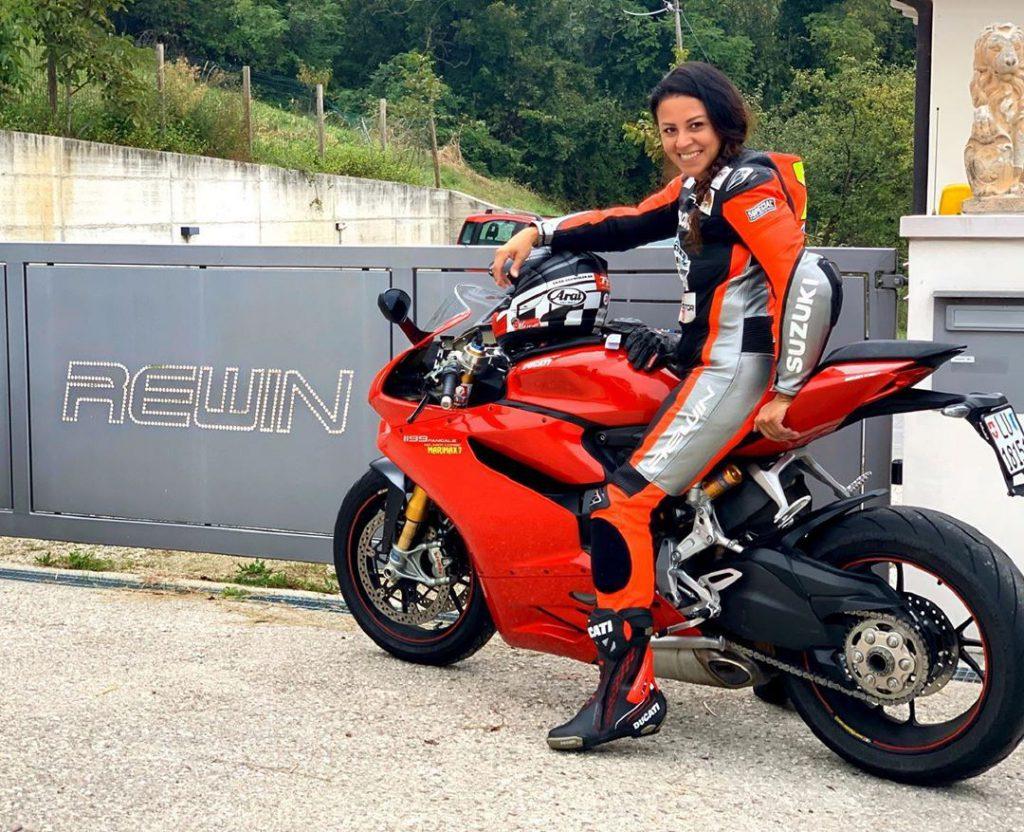 Motorradfahren mit der Ducati Panigale auf den Straßen Europas.