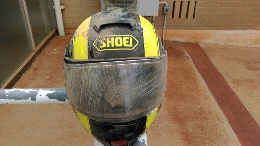Shoei-Helm zerkratztes Visier