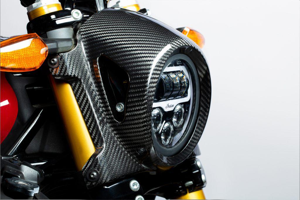 Carbon-Verkleidung für den Scheinwerfer an der Indian FTR 1200