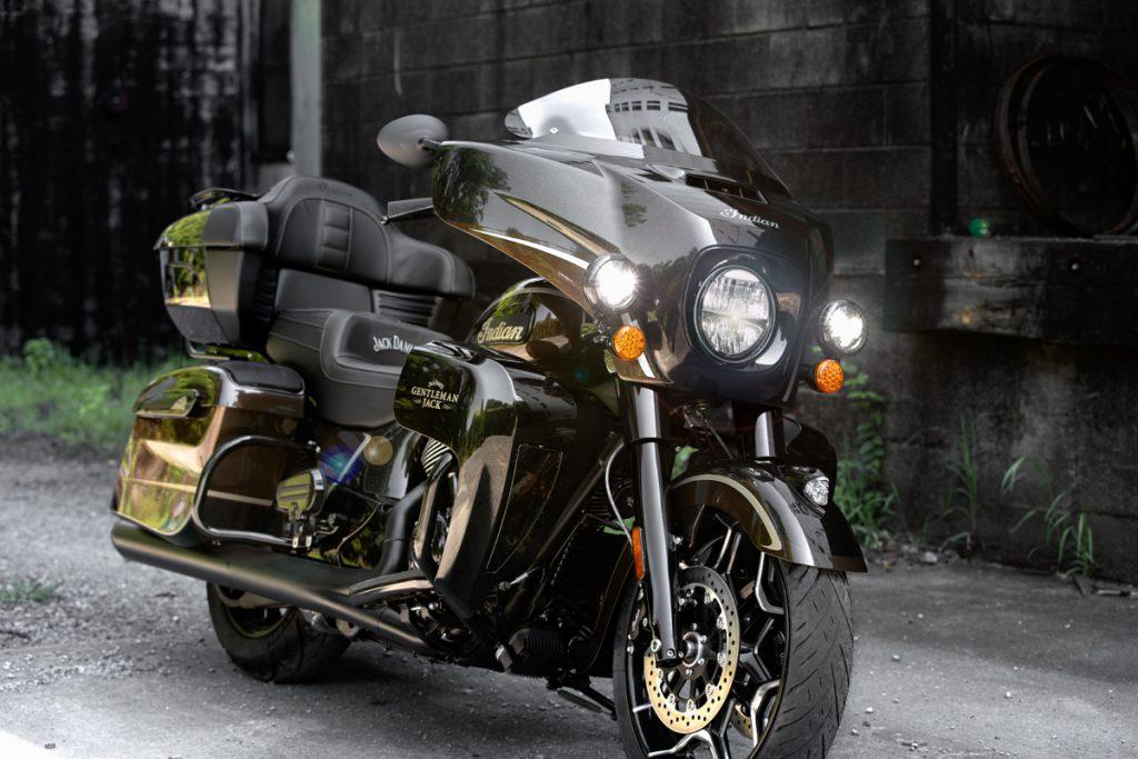 Ein Motorrad mit Sitzkühlung. Indian Roadmaster Darkhorse