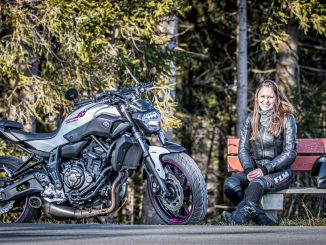 Mira auf Bank an Yamaha - SHE is a RIDER
