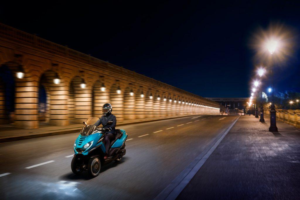 Peugeot Metropolis bei Nacht