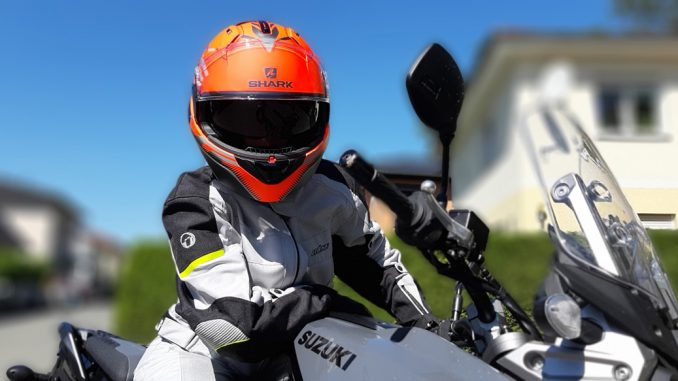 Der Shark Evo-One 2 Klapphelm im Praxistest bei SHE is a RIDER