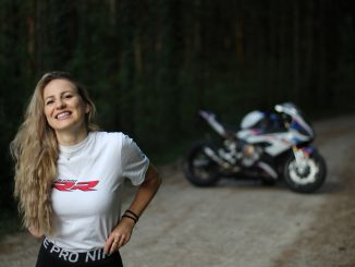 Ramona fährt die BMW S1000RR - SHE is a RIDER