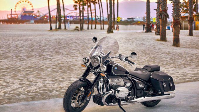 BMW R18 Classic am Strand