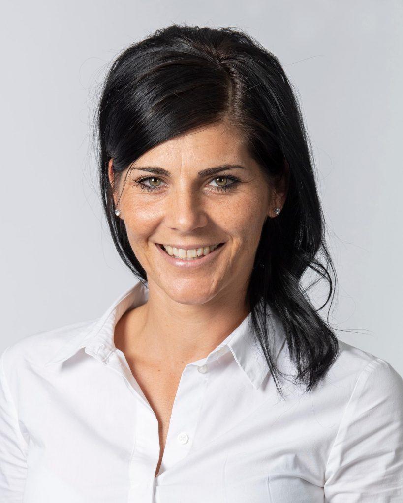 Die Vermögensberaterin Julia Nees aus Unterhaching ist nicht nur Expertin für Versicherungs- und Finanzsachen sondern auch selbst begeisterte Motorradfahrerin.