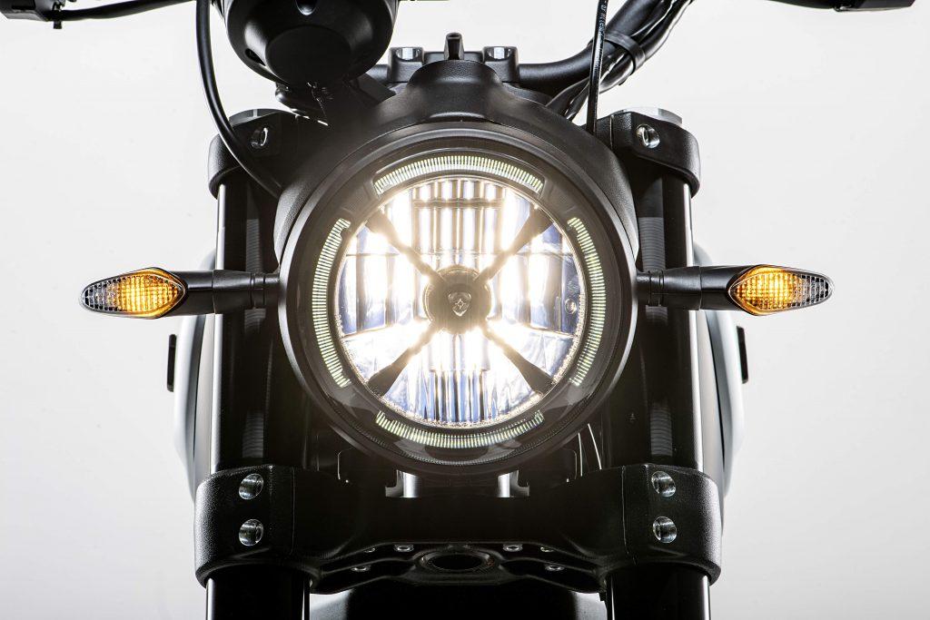LED Frontscheinwerfer und Blinker