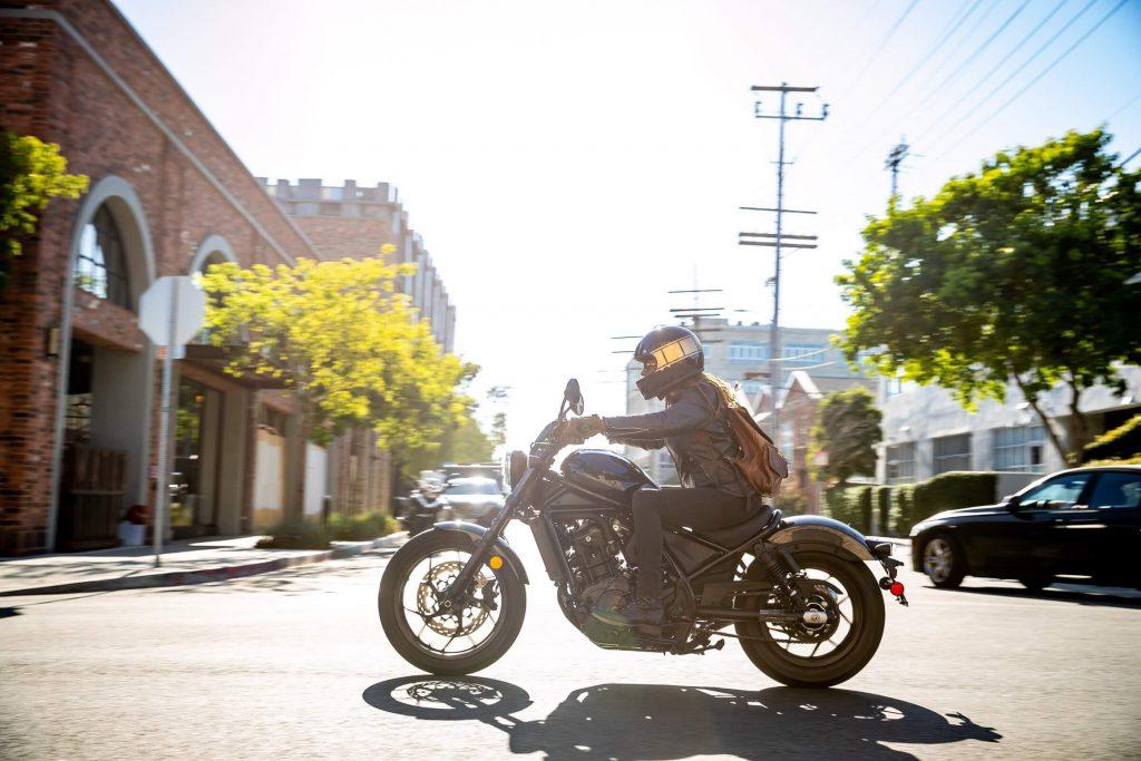 Motorrad im Sonnenschein