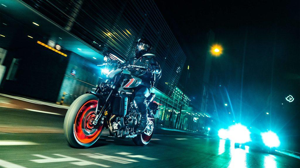 Yamaha MT-09 durch die Stadt