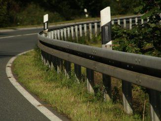 Der Dekra Verkehrssicherheitsreport 2020: Ansatzpunkte zur Verbesserung der Sicherheit für alle Zweiradfahrer. Vision Zero 2050.