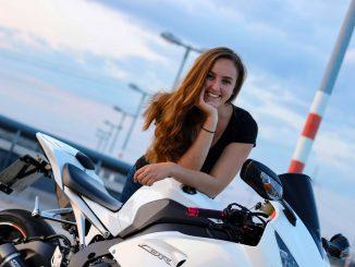 She is a RIDER - Geena und ihre Honda Fireblade