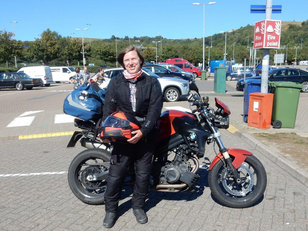 Diana auf Motorradtour durch England