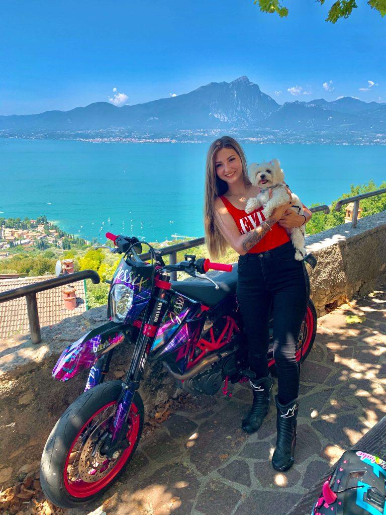 Motorradtour mit KTM und Hund