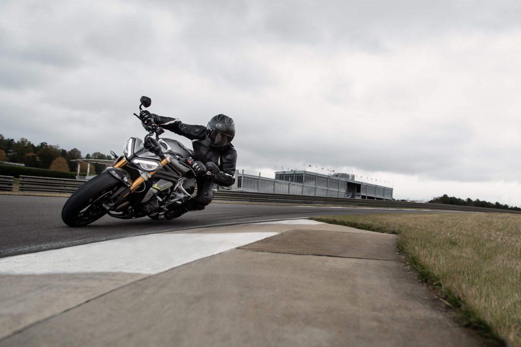 Triumph Speed Triple 1200 RS auf der Rennstrecke