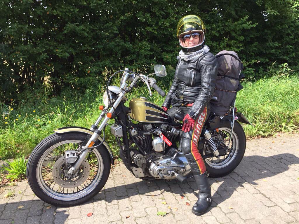 Die Harley Davidson ist Ninas Traumbike
