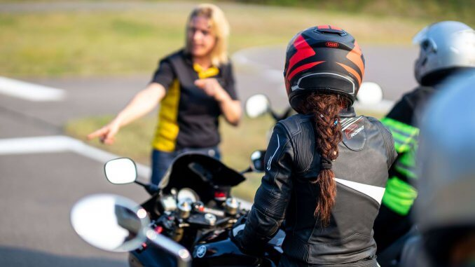 Fahrsicherheits Training für SHE is a RIDER beimADAC in Linthe