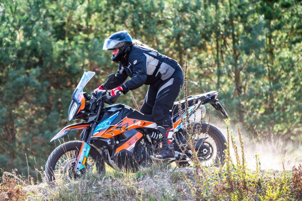 Enduro Training nur für Frauen mit SHE is a RIDER in der Driving Area Wesendorf