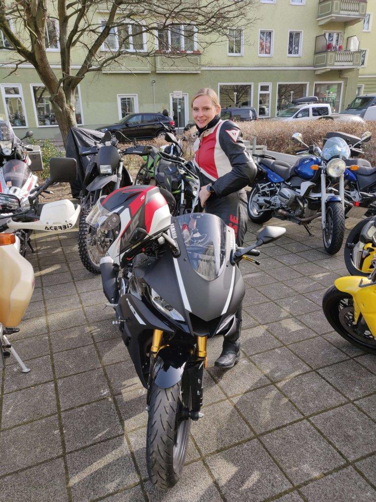 In Berlin mit dem Motorrad unterwegs.