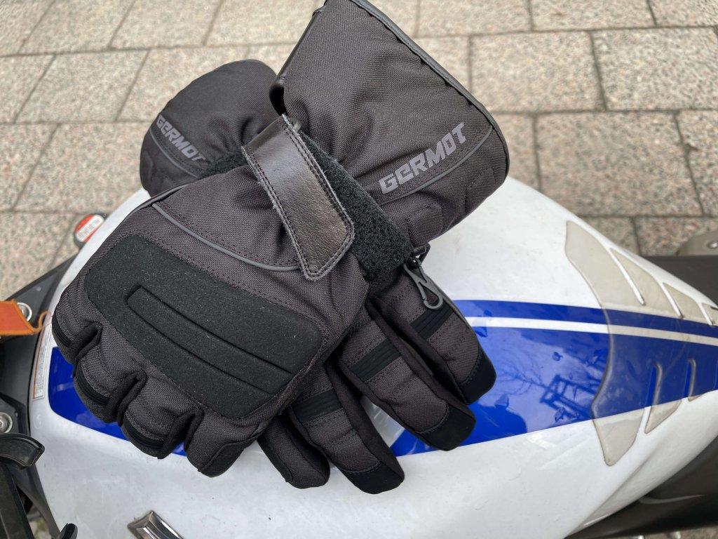 Motorrad-Winterhandschuhe wie der Germot Lakes im Test bei SHE is a RIDER
