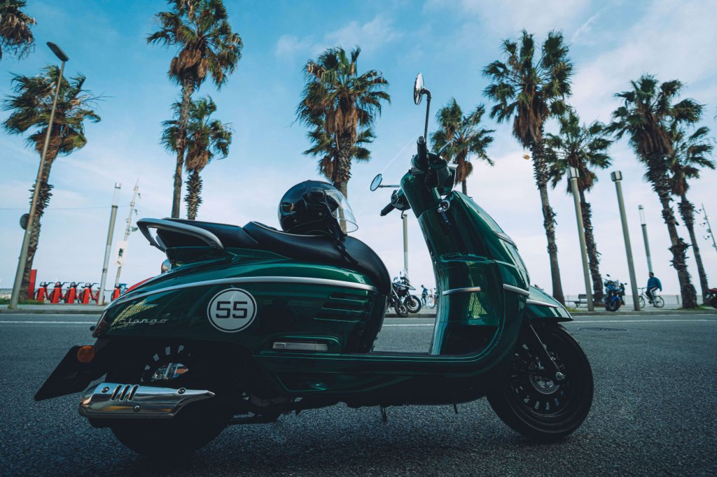Roller Reisen zum Strand oder durch die City. Peugeot hat das richtige Gefährt für dich.