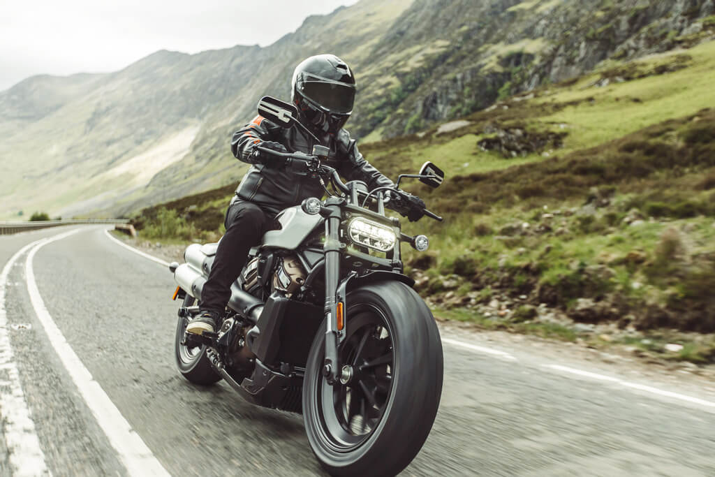 Harley Davidson Sportster S macht eine sportliche Figur.