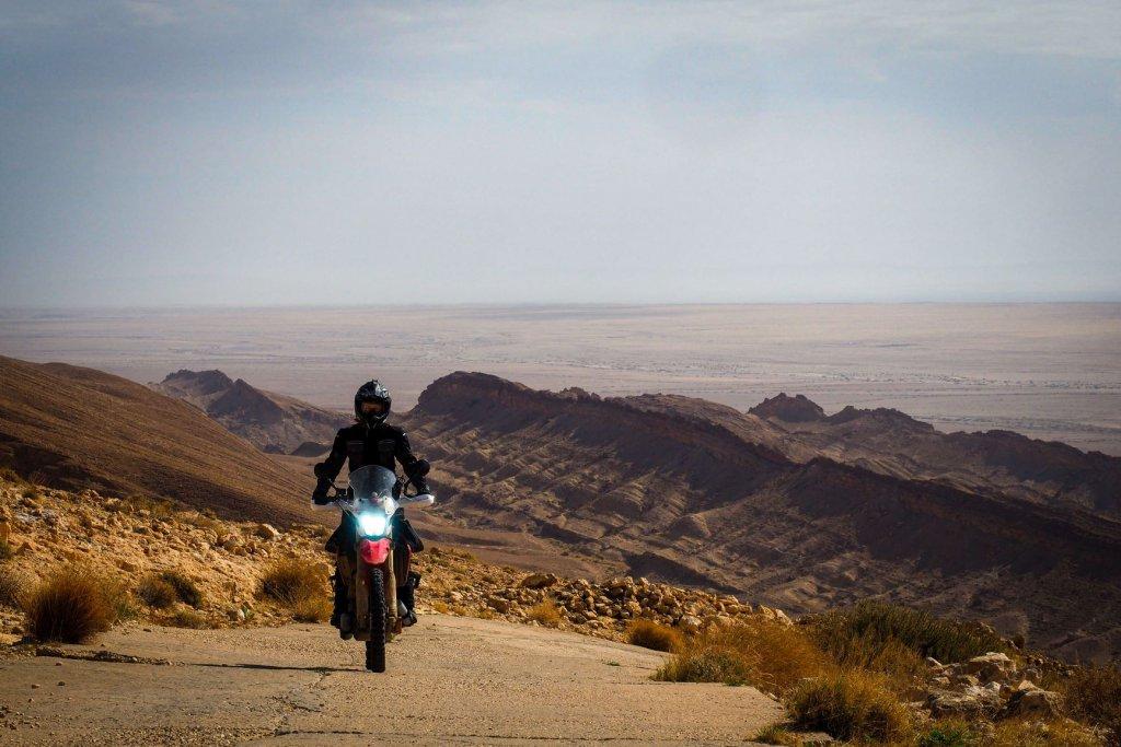 Mit dem Motorrad über den Rommelpass in Tunesien.