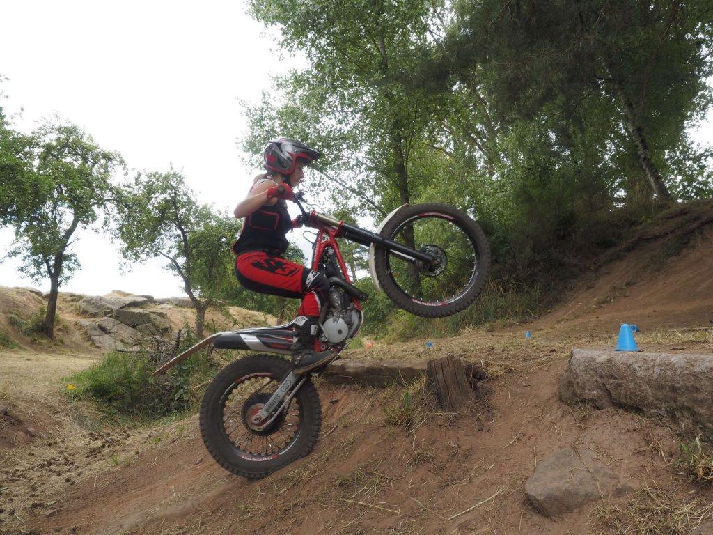 Trial Fahren oder einfach Motorradfahren im Gelände