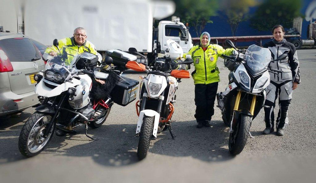 Motorrad Familie auf BMW und KTM