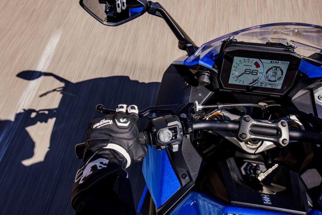 Suzuki GSX-S1000 GT Cockpit und LCD-Multifunktions-Display