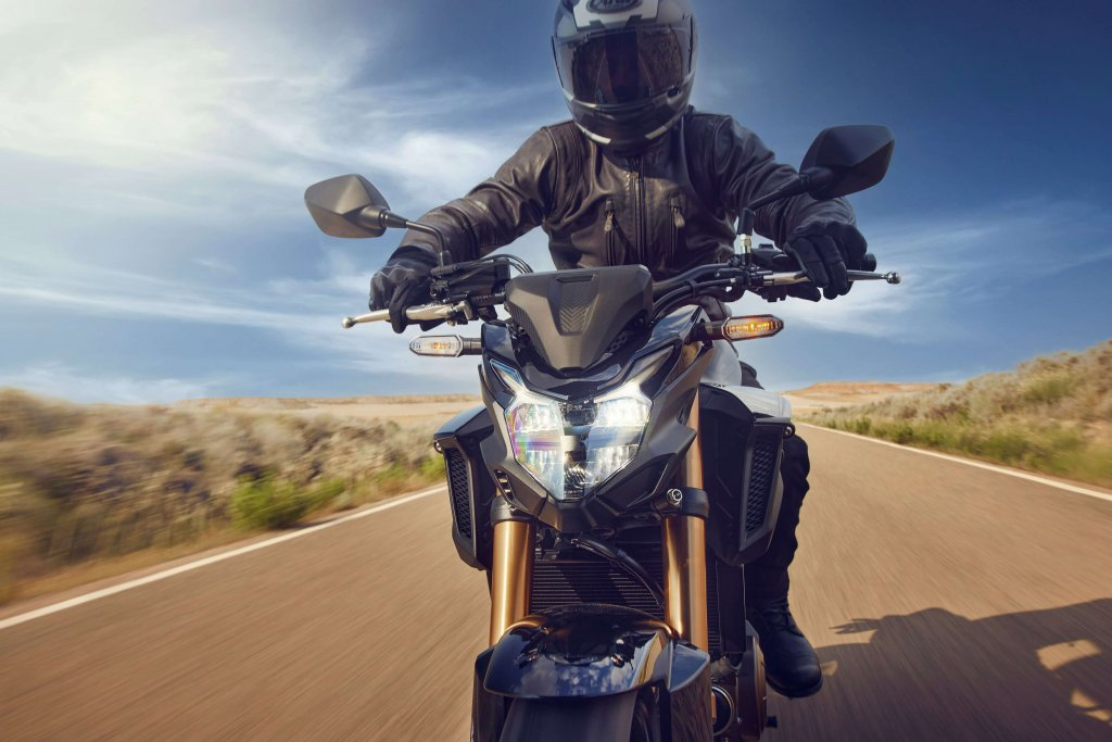 Die Honda CB500F kommt mit voll LED Beleuchtung